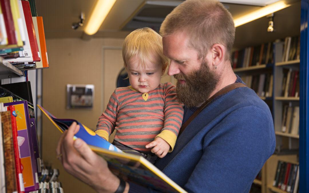 Tilbud om vandreutstilling av bildebøker samt videoer rettet mot småbarn